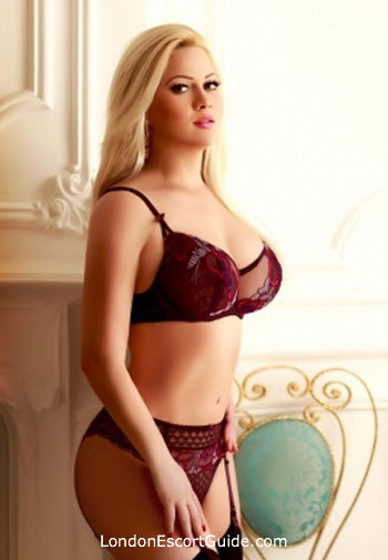 Mayfair busty Kendra london escort