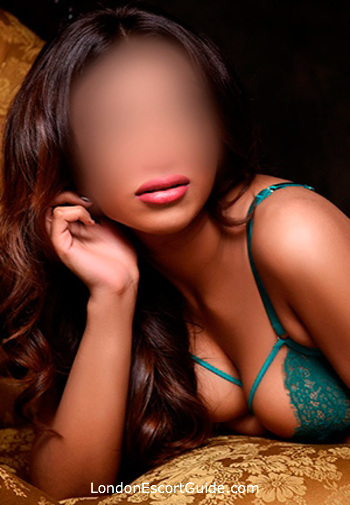London Bridge brunette Kyra london escort
