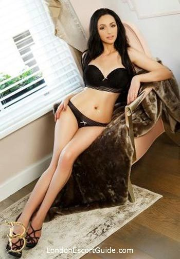 Bayswater brunette Chrissy london escort
