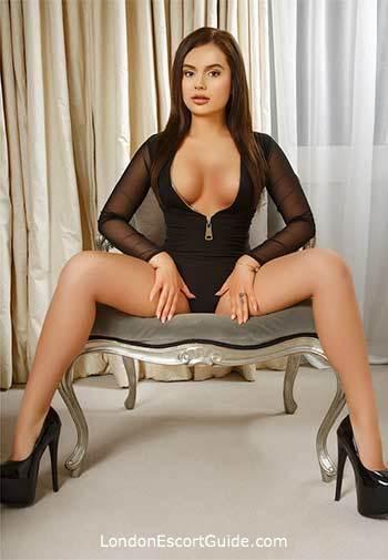 central london brunette Izia london escort