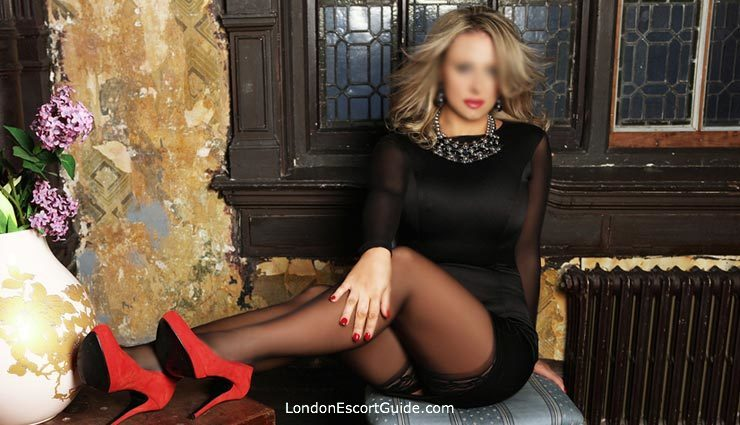 Kensington 200-to-300 Victoria london escort
