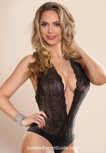 Earls Court 300-to-400 Nawal london escort