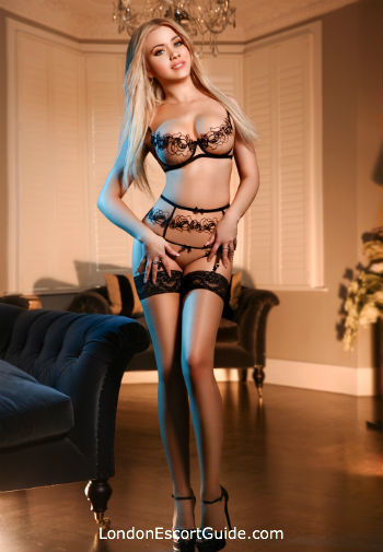 Bayswater blonde Popy london escort