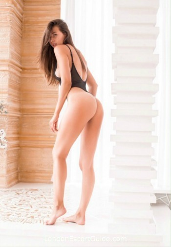 Chelsea brunette Tina london escort