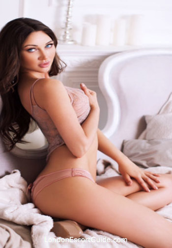 Kensington featured-girls Mia london escort