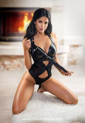 Chelsea 400-to-600 Dayce london escort