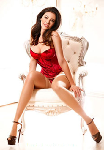 Bayswater brunette Antonia london escort