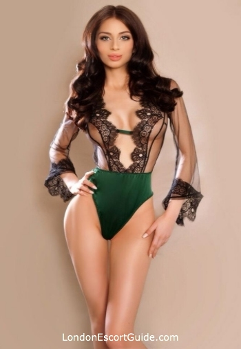 Kensington 200-to-300 Beatriz london escort