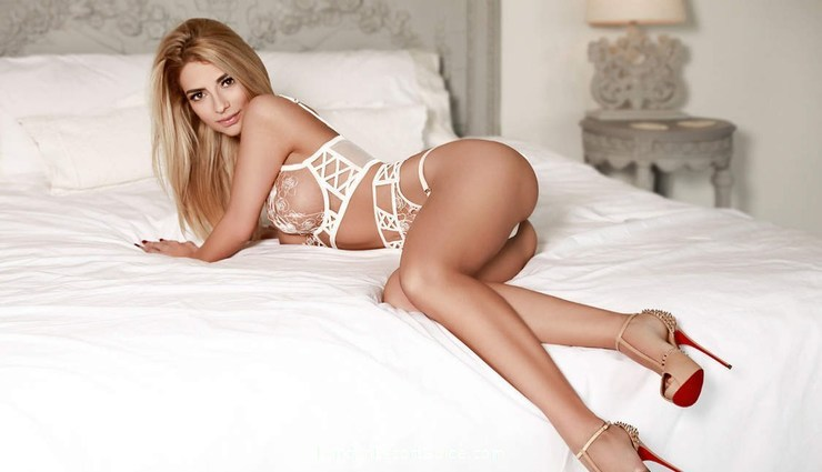 Gloucester Road busty Evelyn london escort