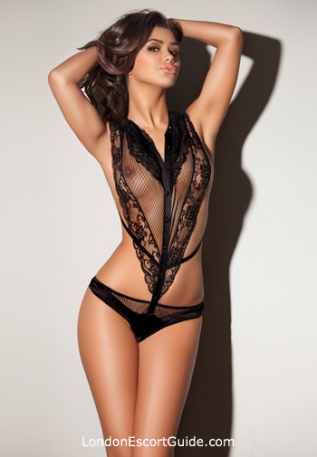 Knightsbridge brunette Claudia london escort